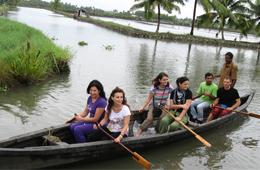 pizhala_pokkali_tourism_country_boat